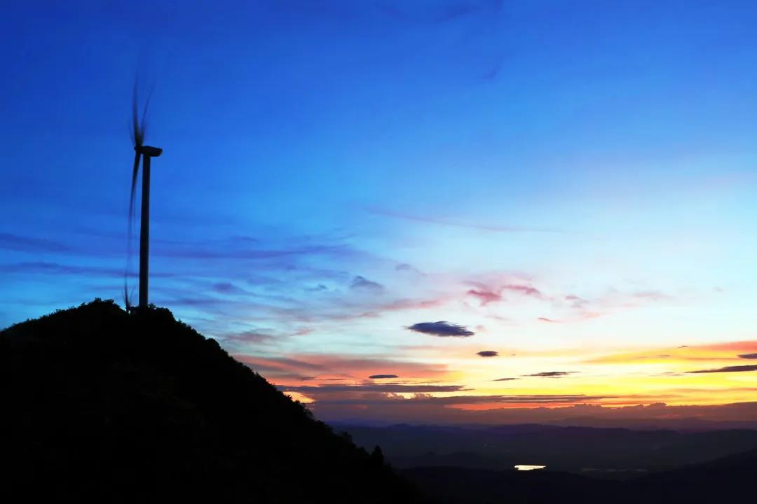 开发1.65GW风电项目、投建年产800套风电叶片基