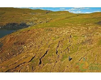 三江源保护区盗矿点仍未生态修复 上万吨煤待运出