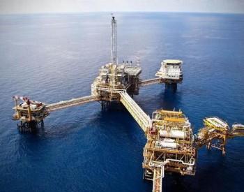 沙特和伊朗对<em>石油</em>价格争相降价,这一反常之举透露着什么意思?