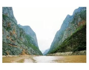 运输公司全力保供金沙江堰塞湖灾区