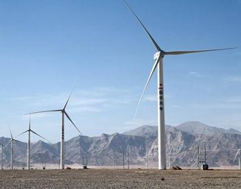 四川在建最大新能源工程风电项目首台风机吊装完成
