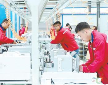 山西省长子县华拥<em>燃气</em>热能设备制造有限责任公司生产车间内工人正在生产线上忙碌