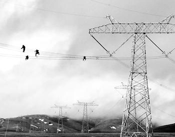 """加快能源转型升级 陕北清洁<em>煤电</em>驶入特高压""""高速公路"""""""