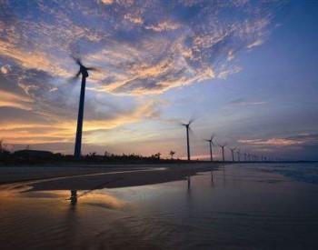 福能三川<em>石城海上风电</em>项目首台风机顺利吊装完成