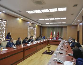 <em>陕西</em>省国资委:中大中国石油项目与吉尔吉斯斯坦玛纳斯大学签订校企合作战略协议