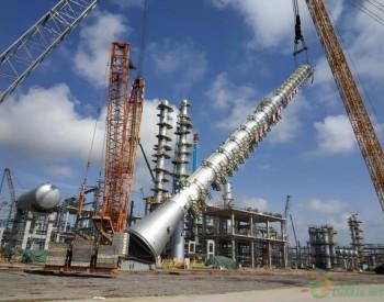 中科炼化<em>轻烃回收装置</em>第一高塔吊装就位