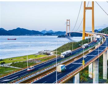 浙江舟山:跨海大桥应急通行<em>LNG</em>槽车