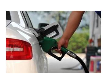 国内<em>成品油</em>价格或将下调?国际油价震荡下跌 逼近50美元/桶?