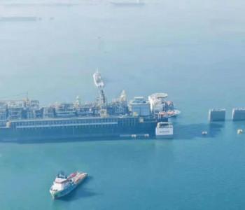 """中国海油35万吨世界级""""海上石油工厂""""正式交付"""