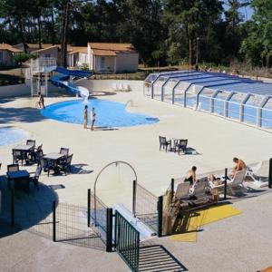 恒温游泳池太阳能热水工程