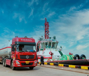 浙江首次完成拖轮LNG燃料水上加注作业