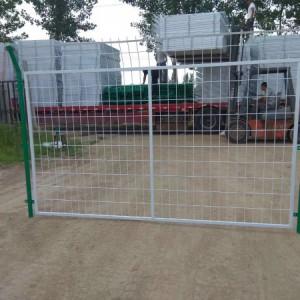 光伏焊接钢丝网围栏 光伏场区锌钢护栏 太阳能电站绿色铁丝围网