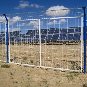 光伏区加装铁丝防护网围栏防止光伏组件破坏