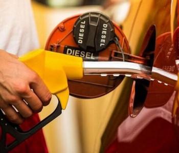 发改委:国内汽柴油<em>价格</em>每吨分别降低1015元和975元