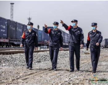 新疆铁警护航煤炭万吨大列安全