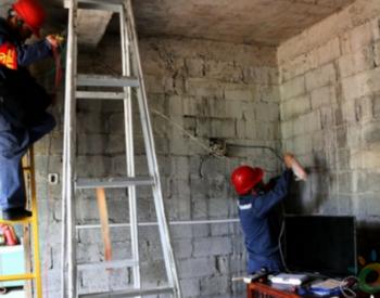 贵州晴隆供电局:志愿为31户贫困户安装室内线路