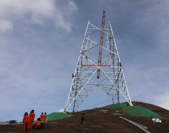 """世界首条穿越高海拔地区特高压输电线路 6颗""""强劲"""