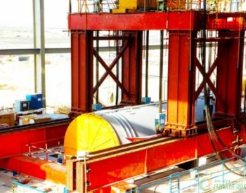 巴基斯坦最大<em>褐煤电站项目</em>发电机定子吊装就位