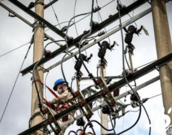 冰雹袭击致福建龙岩电网受损 <em>供电部门</em>紧急抢修保供电