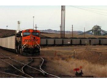粉末河盆地煤礦場休假將近100名工人