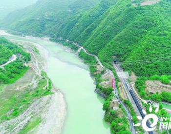 世界首條全清潔能源特高壓輸電大通道成功跨越寶成鐵路和嘉陵江