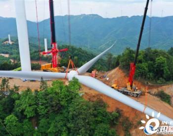 江西吉安泰和国电投浪川风电项目首台风机吊装完工