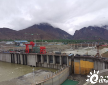 西藏<em>加查水电站</em>大坝主体工程封顶