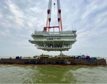 浙江最大<em>海上</em>风电项目核心部件吊装完成