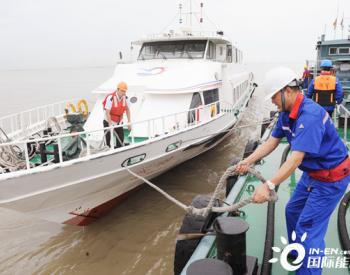 """上海石油首座水上移动加油站""""上岗"""""""