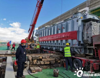 新疆巴尔220千伏变电站新建工程主变压器顺利就位