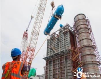 马钢节能减排综合发电工程<em>余热锅炉</em>锅筒吊装就位