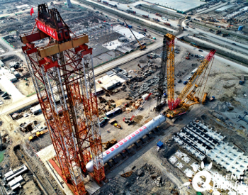 全球首台3000吨超级反应器石化项目吊装成功