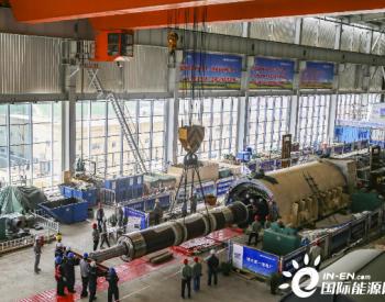 中国能建总承包建设山西盂县电厂工程1号机组<em>发电机</em>转子穿装完成