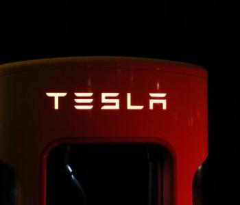 马斯克:特斯拉对向友商提供动力系统和电池持开放态度