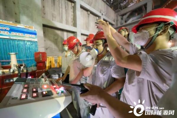 澳门新葡亰平台游戏APP全球首台百万千瓦水轮发电机组定子绕组顺利通过整体耐压等电气试验