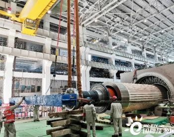 中国能建江苏电建三公司承建江苏田湾核电站6号机组发电机转子穿装