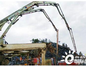 <em>重庆</em>市最大的新能源项目丰都县五洞岩风电场首台机组正式吊装
