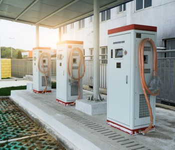 <em>陕西</em>宁陕首座新能源汽车充电站完工 同时满足6辆车充电