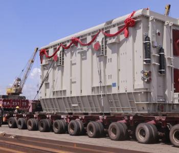 乌东德水电站最后两台超大型变压器从钦州港启运
