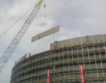 石化四建管理团队参管库车原油商储库首台储罐主体完成