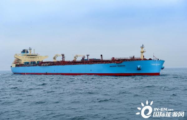 国产11.5万吨级油轮在大连顺利交付出口