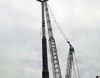 中国能建浙江火电承建国内首个140米高混合型塔架风机工程完成<em>吊装</em>