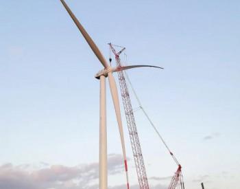 东方风电北塔山项目、融智项目首台机组完成吊装