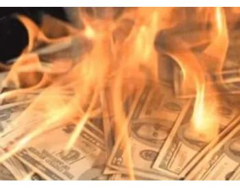 石油经济危机加剧了债务危机