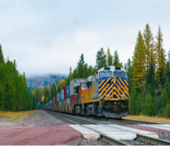 国内首辆新型<em>智能电池</em>组动力货运机车运行