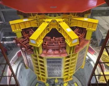 国内最高水头抽水蓄能电站首台机组转子成功吊装