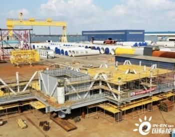 广东粤电阳江沙扒海上风电项目海上升压站上部组块第一个分段顺利合拢
