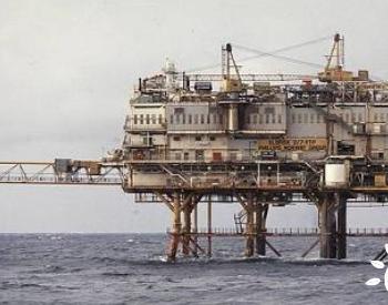 也门胡塞武装快艇袭击沙特海上石油设施 <em>爆炸</em>导致火灾