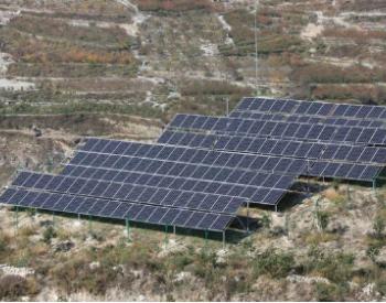 四川汶川县首座太阳能提灌站投入使用 二半山100多
