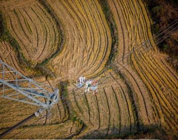 世界最高电压等级±1100千伏吉泉线直升机带电作业